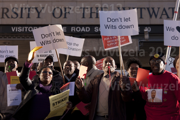 Academic and support staff picket outside the Yale Road entrance to Wits in their initial one-day strike. Photo: Jay Caboz.
