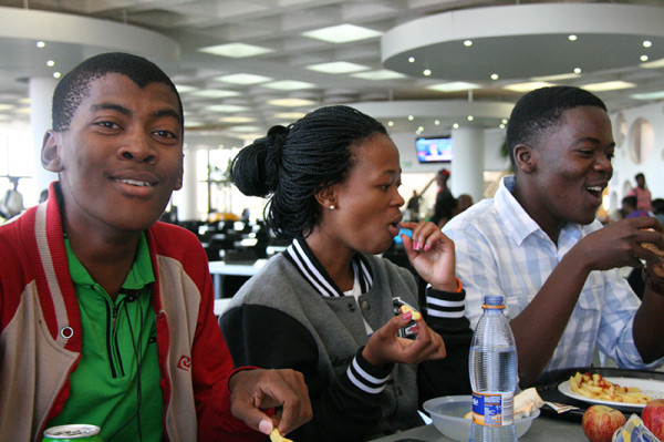"""A """"ROYAL"""" LETDOWN: Students enjoy a meal in the main dining hall on East Campus. Photo: Dineo Bendile"""
