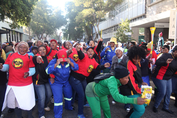 We don't want breathalyzers: Piki tub workers dance during their illegal strike.