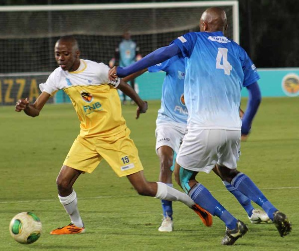 Sandwhich: Wits player Tumelo Magethi escapes NWU defenders Photo: Prelene Singh