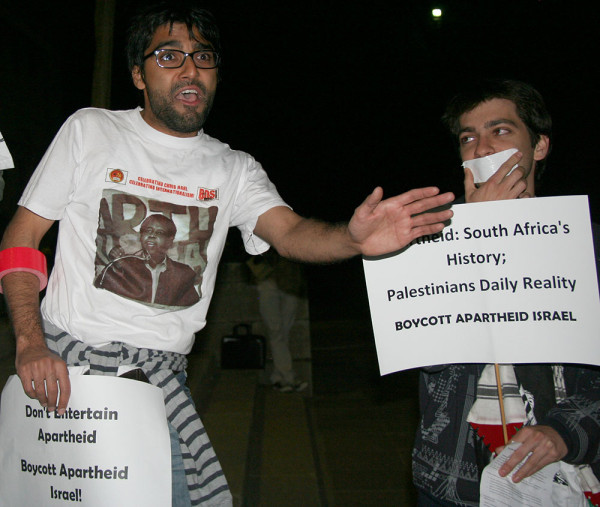 Muhammed Desai, coordinator of BDS, breaking his vow of silence and addressing the crowd at a protest against an Isreali musician at Wits.  Photo: Nokuthula Manyathi