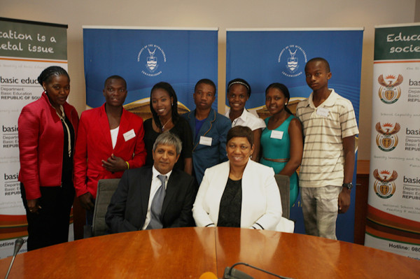 Super Achievers: Deputy Vice-Chancellor Professor Adam Habib and Minister of Basic Education Angie Motshekga with the students of the Equality Scholarship      Photo: Mfuneko Toyana