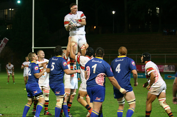 Tuks receive another line out at the 10m mark. Photo: Caro Malherbe