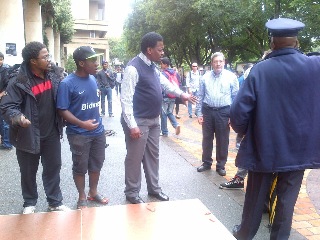Uyanda Mabece, (PSC) Ntshembo Vuma (YCL) were hammering their wooden frame outside Umthombo Building when David Isakow (SAUJS) and Professor Skornick went outside to ask them to keep it down as they were disrupting an ongoing SAUJS event inside.