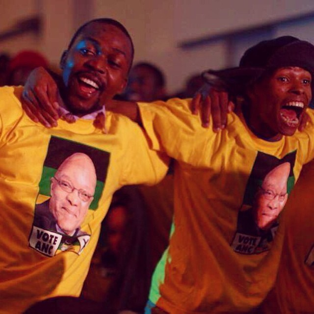 #ANC supporters sing and dance for President Zuma at the #witsgreatdebate