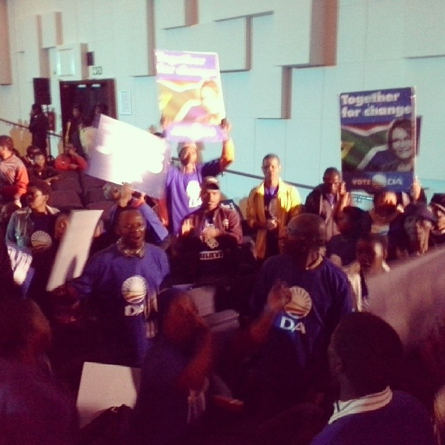 #DA supporters at the #WitsGreatDebate with signs saying