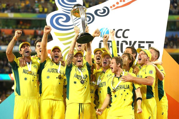 The Australian team hoist the trophy, celebrating their 2015 Cricket World Cup win, in their home ground.