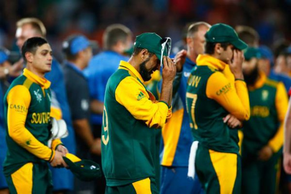 The Proteas heartbroken after losing in the semi-final against the Blackcaps. Photo: 2015 Cricbuzz.com