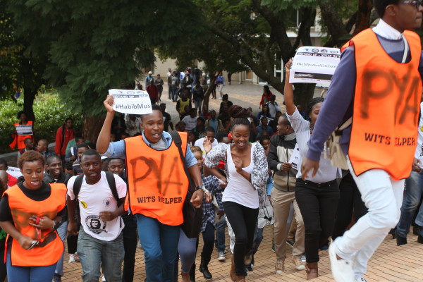 Wits students carrying banners and singing all the way to Senate House.  Photo: Reuven Blignault