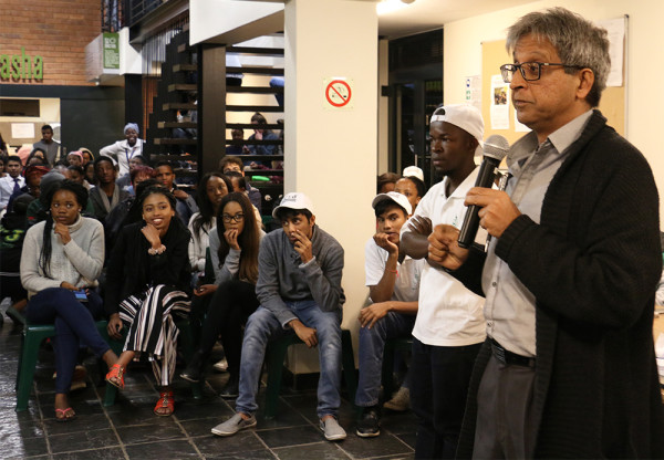 Habib in talks with students at Junction Photo: Mokgethwa Masemola