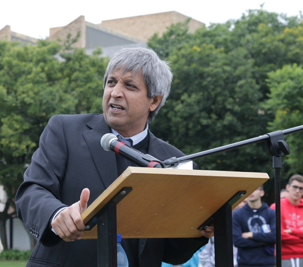 Wits execs 'earn less than average'