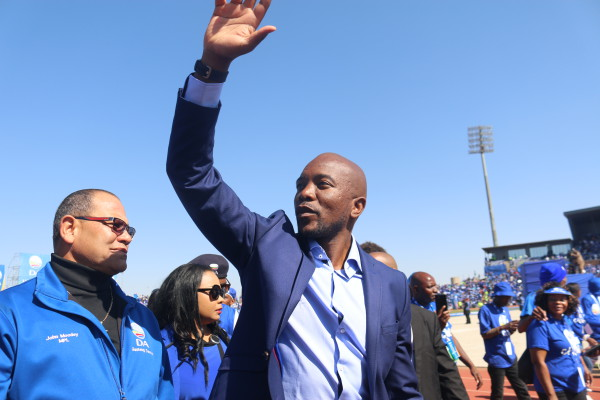 DA LEADER: Mmusi Maimane waving to the supporters at the rally. Photo: Wendy Mothata