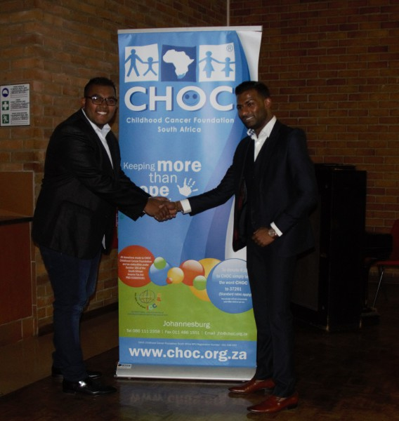 MAKING A DIFFERENCE:  Organiser, Yashvir Bunwarie (left) shaking hands with donor, Brendon Naidoo.       Photo: Wendy Mothata