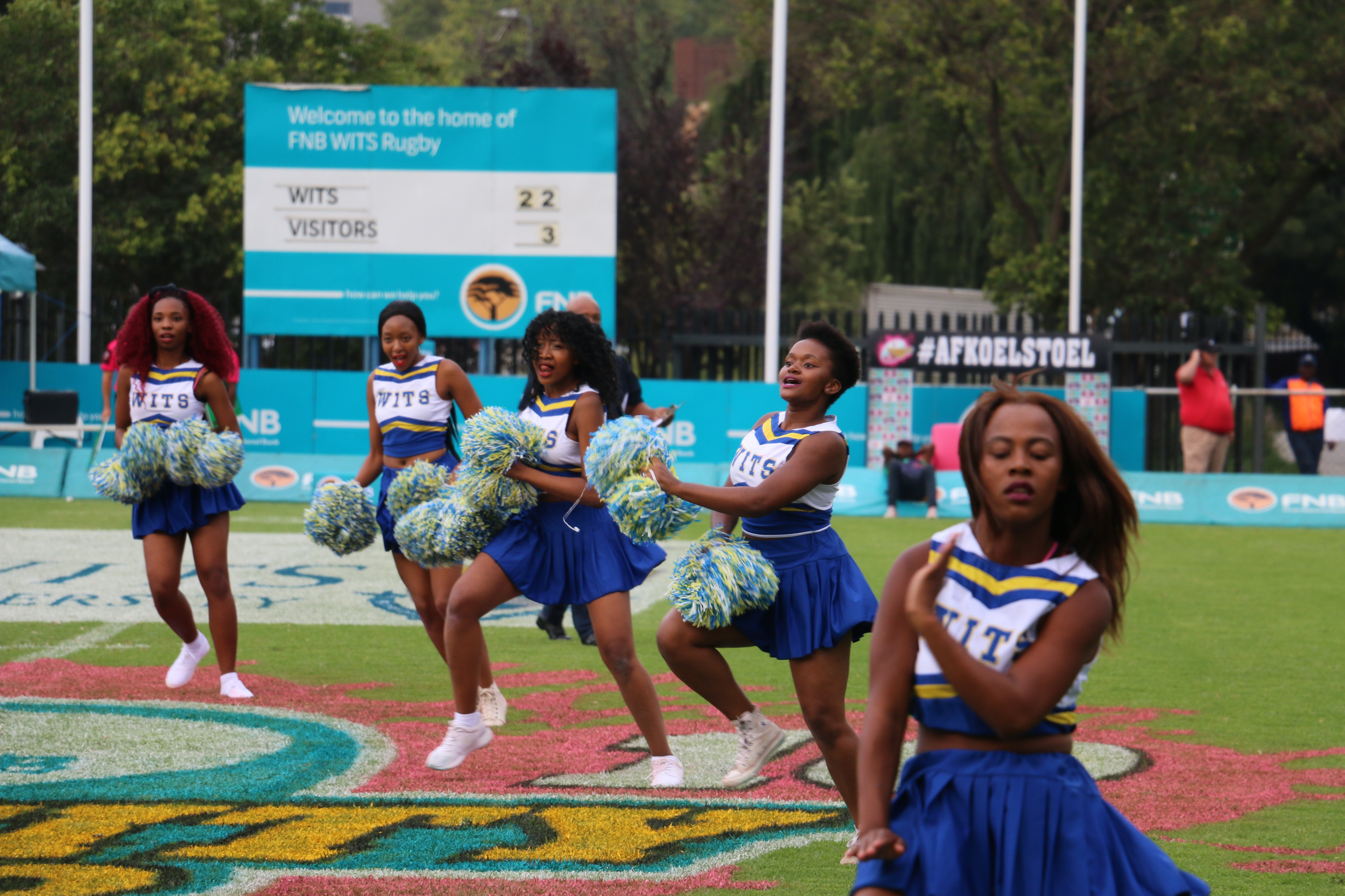 Cheerleading squad entertains Witsies