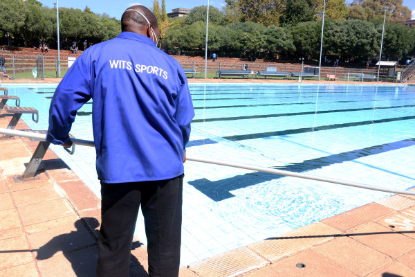 Pool cleaners: Wits sport management fails to provide workers with proper working gear Photo:Tebadi Mmotla