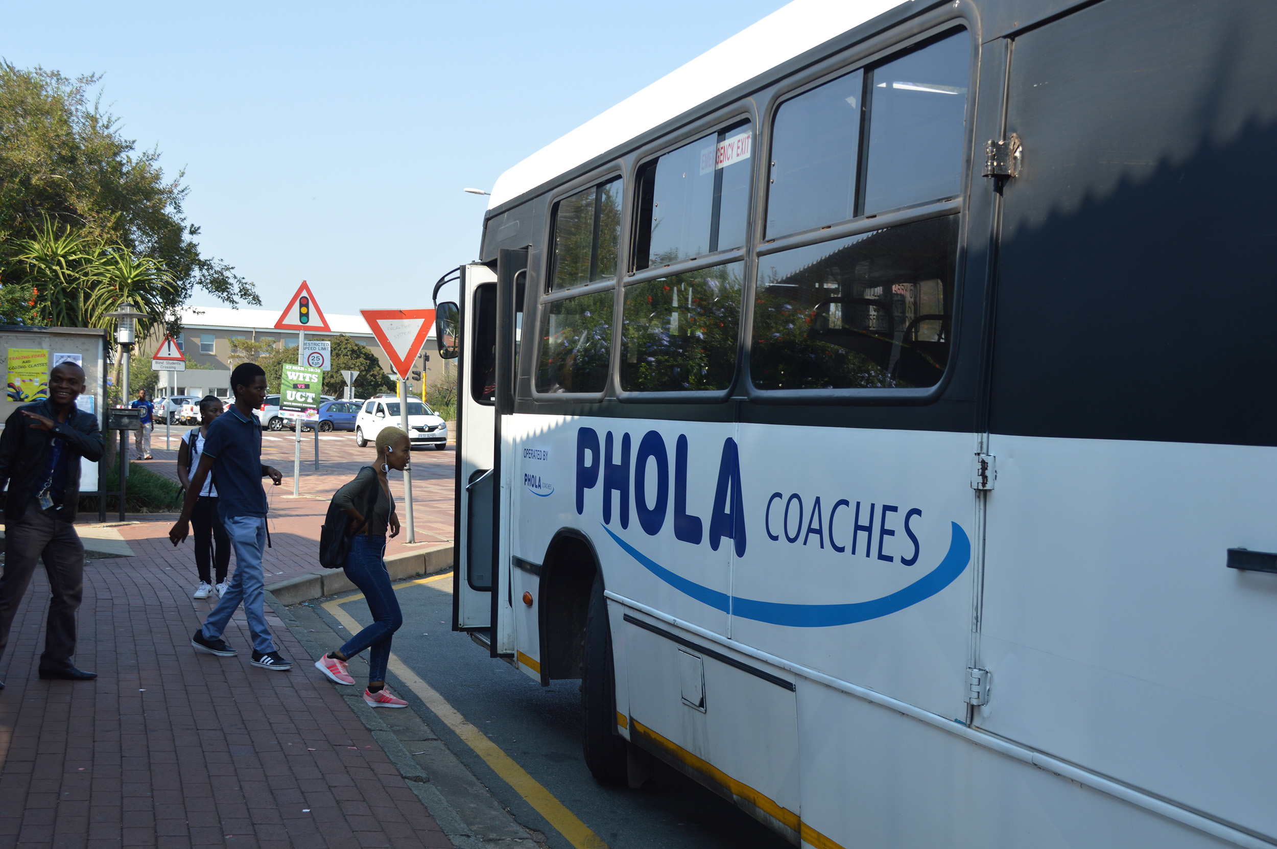 'Ons phola hier'- Wits bus drivers
