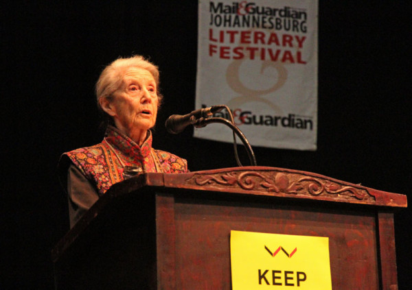 LEGEND: Nadine Gordimer opens a discussion by outlining some of the major themes drawn from Chinua Achebe's works, in tribute to him. Photo: Pheladi Sethusa