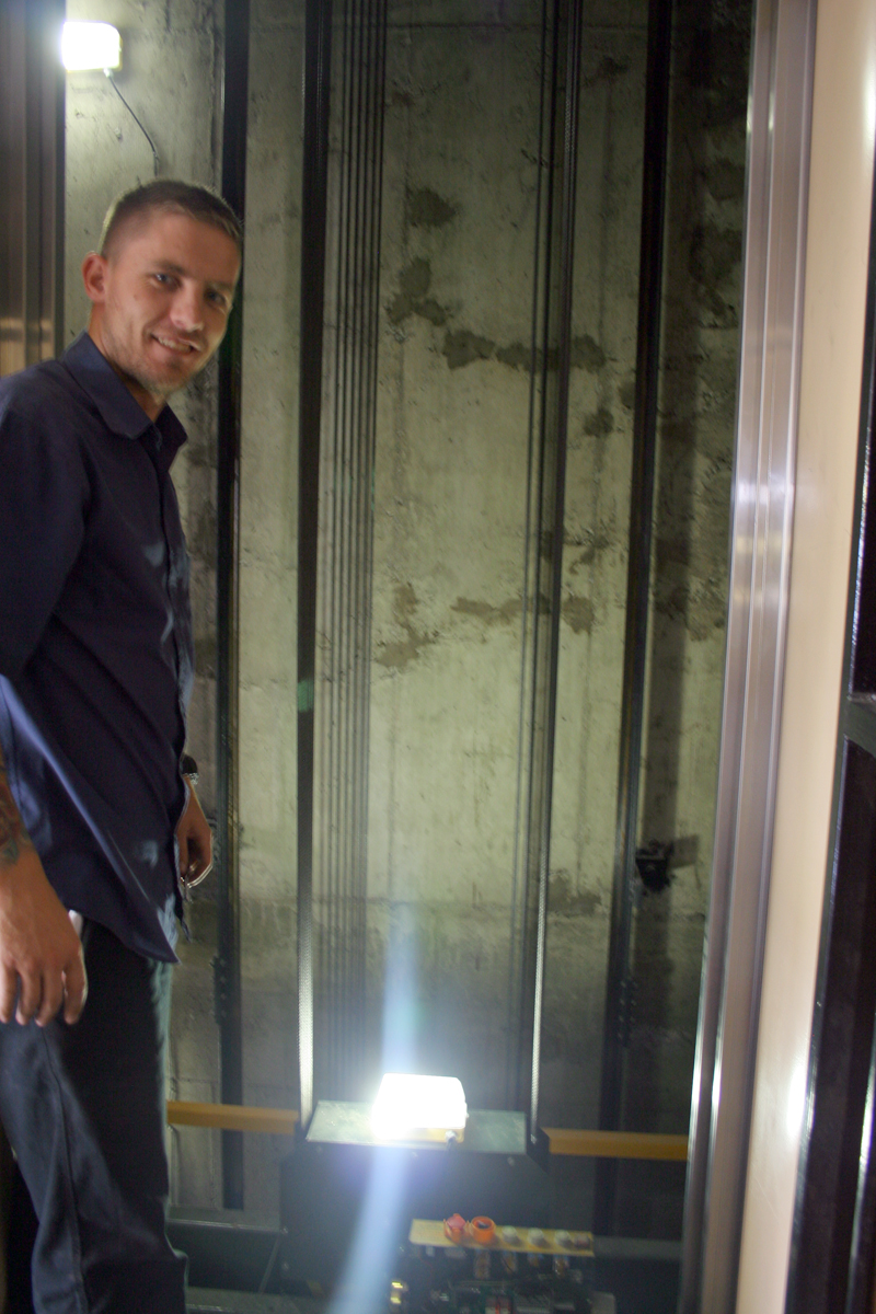"""UNDER CONTROL: Service supervisor, Dylan Gibson was on duty today sorting out the """"teething problem"""" that saw, Wits Vuvuzela journalist Mfuneko  Toyana stuck in the lift for close to three hours yesterday. Photo: Pheladi Sethusa"""