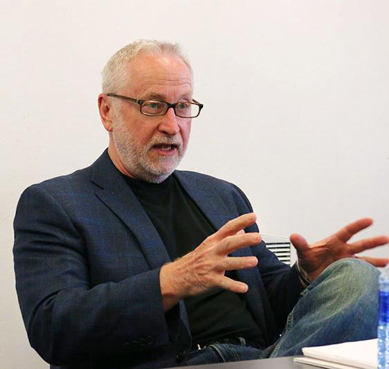 Doug Frantz, a former journalist of 35 years speaks to the Wits journalism department .Photo: Luke Matthews